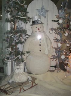 I want to try this - The snowman is made out of sweaters!