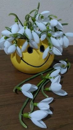 """Bună dimineața, prieteni! O zi frumoasă, cu sănătate și gânduri bune să aveți! Aveți grijă, dragi bărbați, la numărul paharelor cu care vă """"cinst... - Doar Eu' - Google+ Monday Quotes, Phone Backgrounds, Good Morning, Succulents, Romantic, Flowers, Emoticon, Annie, Roses"""