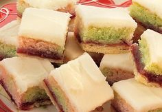 Marzipan Bars - will need to replace pie shell pastry with GF version German Desserts, Mini Desserts, Healthy Desserts, Dessert Recipes, Yummy Treats, Sweet Treats, Yummy Food, Liquid Food Coloring, Christmas Baking