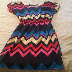 Chevron dress Size small. Only worn a few times Dresses
