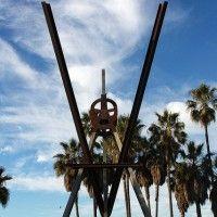 venice beach architecture statue park