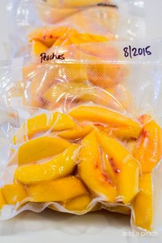 Learning how to freeze fresh peaches preserves that juicy summer peach for later use in just a few simple steps! // addapinch.com