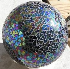 Tutorial: Use an old bowling ball to make your own mosaic gazing ball. Shown: Solid black iridized (iridescent) glass mosaic gazing ball. Bowling Ball Crafts, Bowling Ball Garden, Mosaic Bowling Ball, Bowling Ball Art, Mosaic Crafts, Mosaic Projects, Mosaic Art, Mosaic Glass, Glass Art
