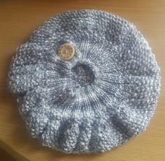 Boina. Encuéntranos en Facebook @CraftsCreationsbyMaria Beanie, Facebook, Hats, Hat, Beanies