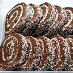 Egyszerű keksztekercs Recept képpel - Mindmegette.hu - Receptek Vegan Desserts, Delicious Desserts, Yummy Food, Sweet Recipes, Cake Recipes, Waffle Cake, Hungarian Recipes, Winter Food, Creative Food
