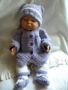 Knitting Dolls Clothes, Crochet Doll Clothes, Doll Clothes Patterns, Clothing Patterns, Baby Dolls, Reborn Dolls, Baby Pullover, Doll Wardrobe, Bitty Baby