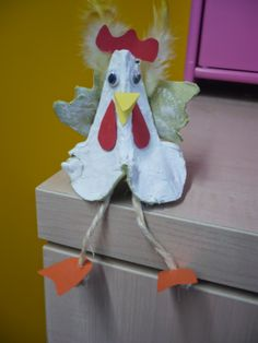 Compartint mirades: GALLINA DE PASQUA, Eierkarton, huevera, egg cardboard