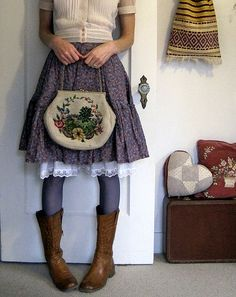 Cute granny chic style with layers, love the purse Mori Fashion, Womens Fashion, Fashion Fashion, Vintage Outfits, Vintage Fashion, Vintage Style, Vintage Bag, Vintage Country, Victorian Fashion