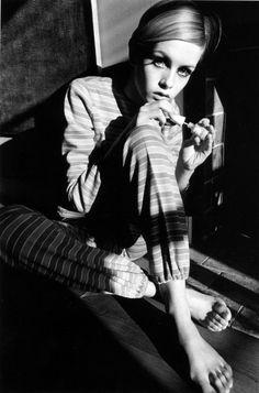 constancegrc:  Twiggy photographiée par Jeanloup Sieff, 1966.