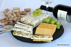 Turron salado de queso camembert y frutos secos No Cook Appetizers, Appetizer Recipes, Chutney, Queso Camembert, Savory Cheesecake, New Years Eve Dinner, Party Sandwiches, Decadent Cakes, Cake Business