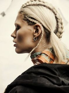 I love the braids. Too bad my hair is too short, but with the earrings, it's… Afro Punk, Dreads, Up Hairstyles, Braided Hairstyles, Hairstyle Braid, Braid Ponytail, Hair Inspo, Hair Inspiration, Beauté Blonde