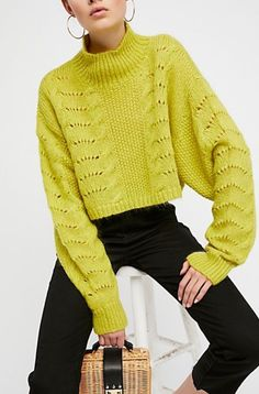 boxy cropped sweater with dolman sleeves - I love the combination of lace, cables & moss stitch Cropped Pullover, Pullover Mode, Cropped Sweater, Knitwear Fashion, Knit Fashion, Sweater Fashion, Moda Crochet, Knit Crochet, New Shape