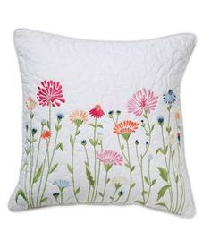Cushion Embroidery, Floral Embroidery Patterns, Hand Embroidery Stitches, Hand Embroidery Designs, Diy Embroidery, Embroidered Pillowcases, Diy Embroidered Pillow, Bordado Floral, Ideias Diy