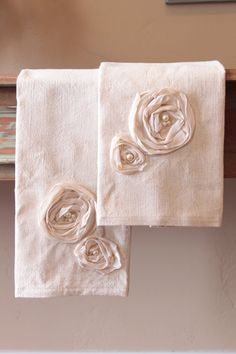 linen hand towels {love the rosettes} Totally impractical but lovely. Fabric Crafts, Sewing Crafts, Sewing Projects, Beaded Flowers, Fabric Flowers, Ribbon Embroidery, Machine Embroidery, Kitchen Hand Towels, Bathroom Towels