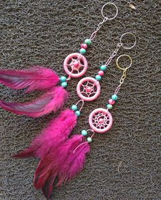 Atrapasueños😍 Dream Catcher Pink, Doily Dream Catchers, Dream Catcher Mobile, Small Dream Catcher, Dream Catcher Tutorial, Diy And Crafts, Arts And Crafts, Loom Weaving, Sun Catcher