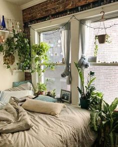 Apartment Bedroom Decor, Room Ideas Bedroom, Home Bedroom, Girls Bedroom, Hippie Bedrooms, Bedroom Inspo, Bedroom Wall, Pretty Room, Aesthetic Room Decor