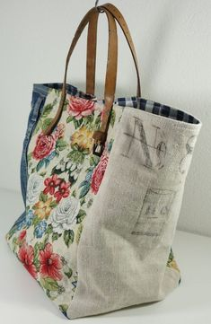 Upcycle fabric and belt into tote bag fabric, Vintage - Beutel Sacs Tote Bags, Denim Tote Bags, Fabric Tote Bags, Diy Tote Bag, Diy Bags Purses, Purses And Handbags, Handmade Purses, Handmade Fabric Bags, Handmade Handbags