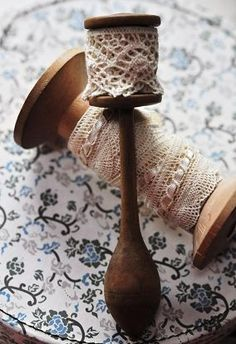 Great idea to store edging lace - on cotton reels