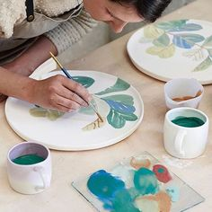 WEBSTA @ bonnieandneil - The artist herself @elizabethbarnett hand painting ceramic platters @robertgordonaustralia for our @goodshomewares collab with @thedesignfiles launched online today! #goods #goodshomewares #thedesignfiles #tdf #bonnieandneil #madeinmelbourne