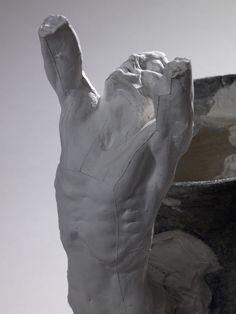 Assemblage : Adolescent désespéré et enfant d'Ugolin autour d'un vase Domaine : sculpture Auteur(s) : Auguste RODIN  Date de création : 1904 vers Matériaux : plâtre (figure) ; Terre cuite (vase) Dimensions : H. : 45,8 cm ; L. : 41 cm ; P. : 27,5 cm ; Pds. : 4,5 kg (Hors tout) H. : 45,8 cm ; L. : 41 cm ; P. : 27,5 cm ; Pds. : 4,5 kg (Œuvre) Inscription(s) : sur la hanche droite d'un des personnages : 746 (numéro) sur le vase près de l'autre personnage : verre réparé (?) recollé (?)…