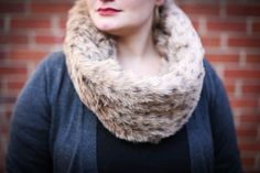 DIY faux fur infinity scarf tutorial