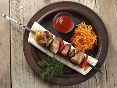 Savory Pork Kabobs - A kabob is great because you can eat in one hand and do everything else you have to with the other. It's the best food for multi-tasking. This pork kabob recipe is easy to make and will leave all those hungry guest just wanting more. Kabob Recipes, Turkey Recipes, Grilling Recipes, Healthy Recipes, Pork Kabobs, Kebabs, Skewers, Grill Time, White Meat
