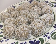 pot marigolds: Dadelbollar med citron Krispie Treats, Rice Krispies, Desserts, Food, Tailgate Desserts, Deserts, Essen, Postres, Meals