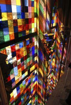 modernes Kirchenfenster im Kölner Dom