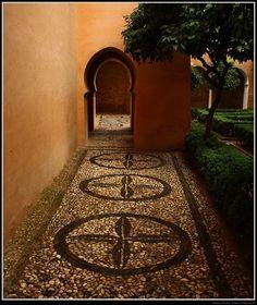 أحد أبواب قصر الحمراء