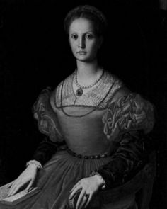 """Elizabeth Bathory, """"the female dracula"""" a renaissance era Transylvanian countess alleged to have bathed in the blood of young women to enhance the beauty of her skin. Elizabeth Bathory, History Channel, Interesting History, Interesting Facts, Serial Killers, Macabre, Just In Case, Creepy, Scary Scary"""