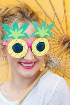 LilyAllsorts: DIY Pineapple Sunglasses with template. Hawaiian Crafts, Hawaiian Theme, Luau Birthday, Party Decoration, Bee Crafts, Flamingo Party, Tropical Party, Camping Crafts, Summer Crafts