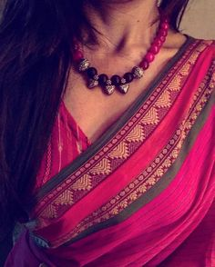 Looking for necklace to wear with sarees? Here are adorable necklace designs that you can wear from trendy to traditional sarees. Diy Jewelry Necklace, Simple Necklace, Necklace Designs, Silver Jewelry, Silver Rings, Necklaces, Sari, Saree Dress, Saree Accessories
