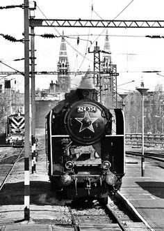 Az utolsó szegedi gőzös Hungary Travel, Commercial Vehicle, Plan Your Trip, Homeland, Budapest, Old Photos, Arcade, Trains, Europe
