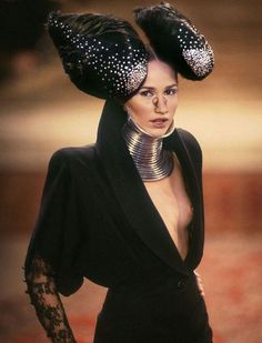 Alexander McQueen for Givenchy FW 1997 haute couture - Ndebele neckwear by Shaun Leane Daphne Guinness, Runway Fashion, High Fashion, Fashion Show, Fashion Design, Craig Mcdean, Mcq Alexander Mcqueen, Mädchen In Bikinis, Shaun Leane