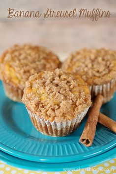 Banana Streusel Muffins TRIED: Very good and easy! Do not melt the butter for the streusel topping. Delicious Desserts, Dessert Recipes, Yummy Food, Picnic Recipes, Baking Desserts, Cake Baking, Dessert Bread, Cake Recipes, Banana Recipes