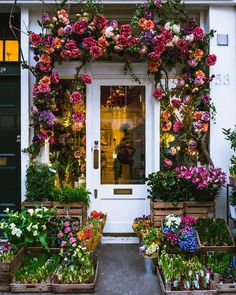 London flower shop in Belgravia Merci Boutique, Flower Shop Decor, Flower Shop Interiors, Shop Doors, Flower Installation, Flower Market, Flower Shops, Lovely Shop, Flower Aesthetic