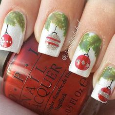 Designs of Nails with Christmas Toys and Garlands picture 1