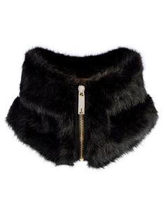 Perfect with leather blazer, cashmere grey top. Fur Fashion, Urban Fashion, Womens Fashion, Faux Fur Collar, Fur Collars, Faux Fur Vests, Sewing Accessories, Fashion Accessories, Fake Fur