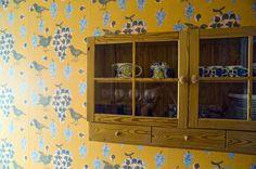 Kiurujen yö wallpaper & Paratiisi tableware, Birger Kaipiainen True Colors, Colours, Wall Treatments, Wall Murals, Wallpapers, Storage, Tableware, Illustration, Crafts