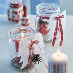 Prepare gifts from the kitchen and give them to your loved ones Gifts from the kitchen in glass with pillar candles Source by freshideen Christmas Candles, Winter Christmas, Christmas Holidays, Christmas Ornaments, Christmas Projects, Holiday Crafts, Jar Crafts, Diy And Crafts, Theme Noel