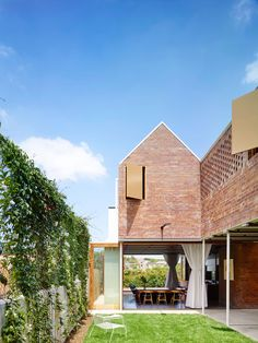 Casa de la calle Christian / Clayfield QLD, Australia. Russell James, Arquitecto.  © Toby Scott