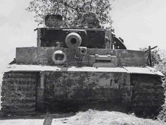 Tiger I tank code of schwere Panzer-Abteilung 508 Italy 1944 2 German Soldiers Ww2, German Army, Tiger Ii, Military Photos, Military History, Military Jokes, Luftwaffe, Tank Warfare, Ww2 Pictures
