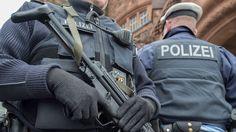 In verschillende Duitse deelstaten hield de politie eind januari 2017 een grootschalige actie tegen een extreemrechtse groepering. Die zou aanslagen hebben gepland tegen de politie, joden en asielzoekers. Volgens Duitse media vonden speurders tijdens huiszoekingen wapens en munitie, en werden zeker twee verdachten opgepakt. Terreur is dus duidelijk niet alleen iets waar alleen extremistische moslims mee bezig zijn.