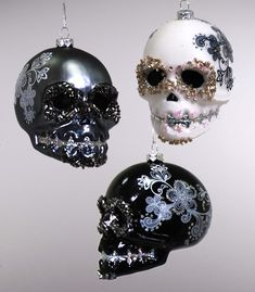 GLASS SKULL ORNAMENT BLACK WHITE 3 ASSORTED. - Katherine's Collection