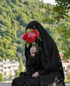 Hijabi Girl, Girl Hijab, Words To Describe People, Hijab Hipster, Black Hijab, Karbala Photography, Muslim Beauty, Profile Picture For Girls, Islamic Girl
