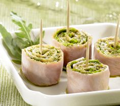 Crafting your very own homemade ham rolls with pesto is super easy. This step-by-step tutorial will show you how to make ham rolls with pesto Low Carb Appetizers, Snacks Für Party, Snack Recipes, Cooking Recipes, Healthy Snacks, Buffet, Recipe Details, Pasta, Recipes