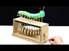 Amazing DIY Cardboard Caterpillar Automata Toy - Y ouTube Cool Paper Crafts, Cardboard Box Crafts, Cardboard Furniture, Cardboard Crafts, Diy And Crafts, Cardboard Playhouse, Projects For Kids, Diy For Kids, Crafts For Kids