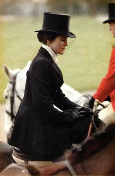 Beautiful lady in a sidesaddle. - Dowton Abbey serie