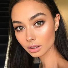 Such a natural and fresh makeup look. Perfect for senior pictures. That glo though!  Pinterest: camiarr