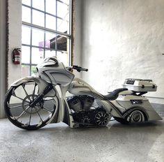 Custom Baggers, Custom Harleys, Custom Motorcycles, Custom Bikes, Bagger Motorcycle, Street Glide Special, Harley Bikes, Road Glide, Automotive Art